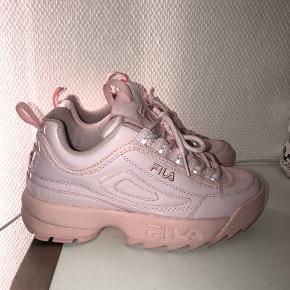 Fila Dusty pink Sneakers 🎀  Brugt 2 gange Sælger da jeg aldrig bruger dem  500kr