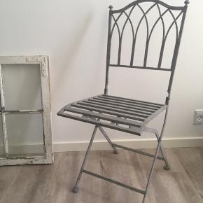 Lene Bjerre caféstole, 4 stk haves.  Model Gardenia Grey.  Højde 92cm. Bredde 36cm. Købt i Bahne til 875kr stk. Samlet 3500kr.  Sælges 2 stk til 1200kr. Eller alle 4 for 2000kr.