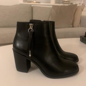 Divided heels
