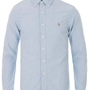 Oxfordskjorte fra Ralph Lauren   Lækker kvalitet samt slim fit, så den sidder pænt til kroppen  Brugt få gange og står dermed som ny   Nypris 800 kr