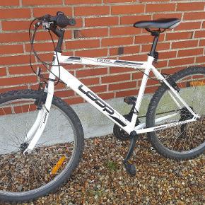 """andet mærke Loop, anden mountainbike, 21 gear Sælger denne helt nye mountainbike af mærket Loop med 21 gear. 26"""" i hjulstørrelse."""