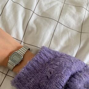 Casio ur i sølv, rigtig god stand - stort set ikke brugt💫 har ingen ridser el. Lign.