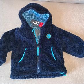Helt ny- så lækker og blød plys/flece jakke  Str 74-80.  Med mærke i.