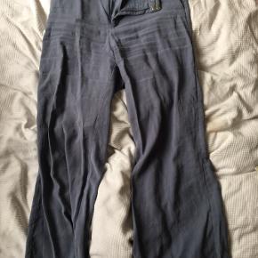 Vild lækre løse bukser i flot neddæmpet blå farve