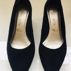 1 inch heel type in suade never used. original price 500kr