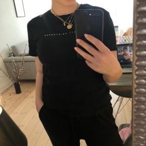 🌸 ALT SKAL VÆK! 🌸  Isabel Kristensen t-shirt   størrelse: small   pris: 100 kr   fragt: 37 kr