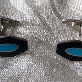 Meget flotte manchet knapper i Sterling sølv fabrikeret af J.V.Rørvig. kongelig hofleverandør.