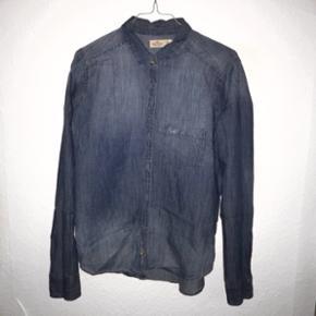 Skjorte fra HOLLISTER. Str.M. Køber betaler selv fragt, som ikke er inkluderet i den skrevne prisen eller afhentning i Kgs.Lyngby.