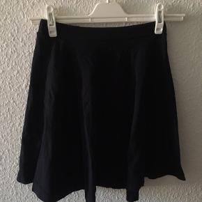 Sort nederdel fra Topshop i str xs 🤗 (passer også en S)
