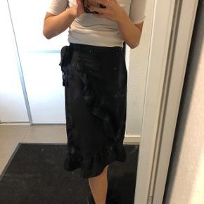 Sort slå om/wrap nederdel fra Vero Moda Str: xs