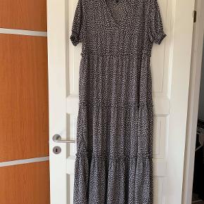 Super sød kjole fra Vero Moda Str S Den er aldrig brugt Er købt til 449 kr i sidste uge har desværre fået taget prismærket af og har fortrudt mit køb sælges til 250 kr  Se den her https://www.nystruposkov.dk/vero-moda-kjole-72694
