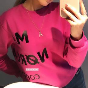 Super fin sweatshirt fra Mads Nørgaard. Svarer til en størrelse xs. Sælges, da den ikke bruges længere.
