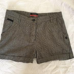 Skønne shorts  Aldrig brugt   Se mine andre annoncer med masser af fine sager......