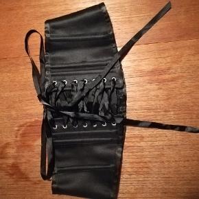 Talje bælte i sort satin. Aldrig brugt!  #30dayssellout