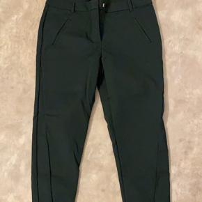 De lækre Victoria pants i lækker mørke grøn farve og et par i sort. Grønne L/34 Sorte L/32 150kr pr par