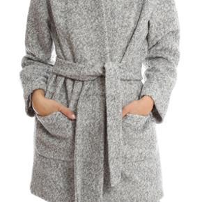 Fin Ganni coat meget lidt brugt, den er i sort str S.