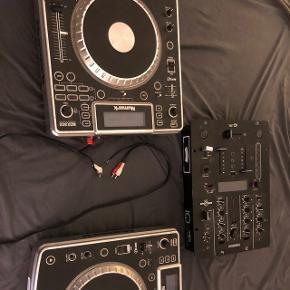 Kom med bud !!!   Sælger 2 stk Numark model NDX800 + Reloop IQmidi cross media mixer   Sælges samlet