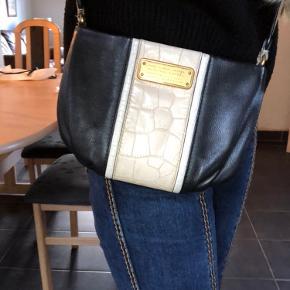 Populær Marc by Marc Jacobs taske!  I god stand men har lidt tegn på slid ved lynlåsen som set på billedet.