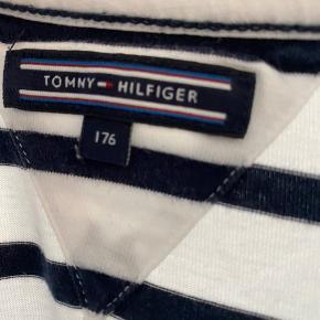 Super fed trøje fra tommy Hilfiger brugt få gange(byd)