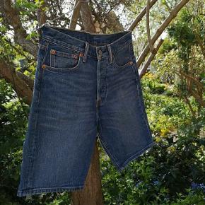 Super fede Levis shorts (str. 28 waist) ny pris er 530 i et center i jylland👌