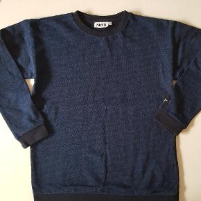 Blåstribet sweatshirt. Næsten som ny. Str 152.   Køber betaler evt porto. Dao 38 kr.