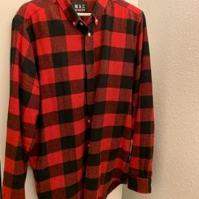 Sælger min WEARECPH flannel. Den er købt i Samsø Samsø. Den er blevet brugt et par gange, men ikke de store tegn på brug. Hvis du vil have mere info eller flere billeder, kan du bare skrive.   Kvittering haves ikke