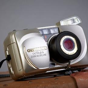 Olympus Stylus Zoom 140 Deluxe, God Byd gerne :)  Kameraet virker og er afprøvet med film. Det er brugt meget få gange. Næsten som ny. Farven er guld.  Det tager flotte billeder. Ikke for meget støj.  Information: Point and Shoot kamera 35mm film kamera CR123A batteri  Brugsanvisningen har jeg et link på