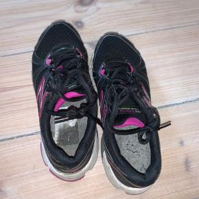 Nice new balance sneakers - mangler dog sål...