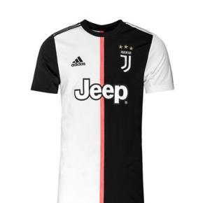 Helt ny Juventus original hjemmebane trøje år 19/20 til børn. MED navn og nummer: Dybala 10. Lige kommet på markedet. Fejlkøb da vi skulle have haft nummeret større. Nypris 679kr. Sælges for 500 kr.