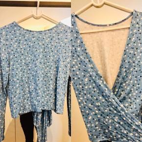 Envii sæt med top og nederdel str. S. Toppen kan vendes på to forskellige måder - se billede 2.  Brugt 1 gang.