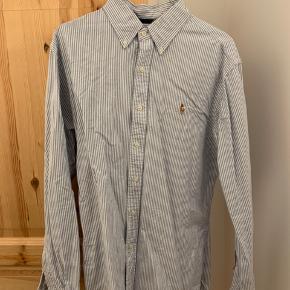 Polo Ralph Lauren skjorte i stribet hvid og blå str. L, slim fit. Er som helt ny