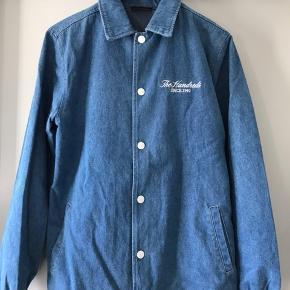 Sælger en The hundreds jakke i str small fitter også en medium.  Prisen er 300 + fragt