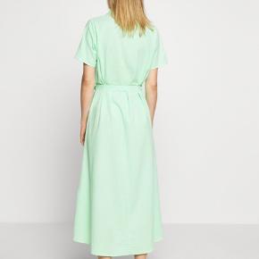 Jeg sælger min kjole fra Envii 💚💚 aldrig brugt 💜