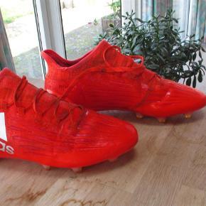 Varetype: Fodboldstøvler Størrelse: 42 Farve: Orange  Adidasfodstøvler str 42 - 261/2 cm. Brugt 1 sæson og stadig i en god stand.  Se også mine flere end 100 andre annoncer med bla dame-herre-børne og fodtøj