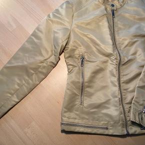 Let jakke - som alternativ til blazer mv. Flot til både jeans og kjole
