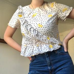 🍋 Vintage bluse med citroner og prikket mønster. Str. S 🍋 89 DKK