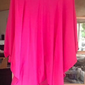 Super flot tunika /kjole i silke fra Malene Birger.  Det er en str. Xs men passer også M/L
