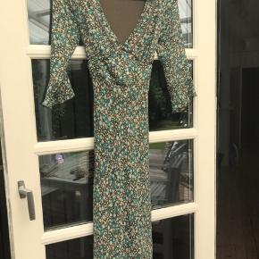 Super fin og velholdt kjole fra inwear. Brugt og vasket en enkelt gang.