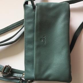 Byd! Fin lille taske fra Adax. Hentes i Rødovre eller sendes på købers regning.