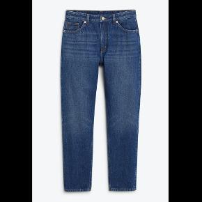 Pris kan godt forhandles 😄 Mega fede moms jeans fra Monki De har været brugt mange gange, men det ses ikke så tydeligt. Str. 27 (tilsvarende en str. 36) Sælger da jeg desværre er vokset ud af dem:(( Skriv endelig for mere info :)