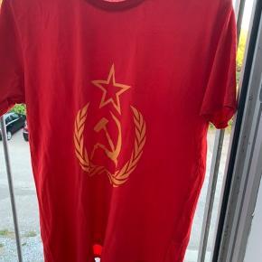 Sælger den vintage komunist t-shirt (magen til en som også blir brugt i nogle Jesu brødre videoer)   Str l