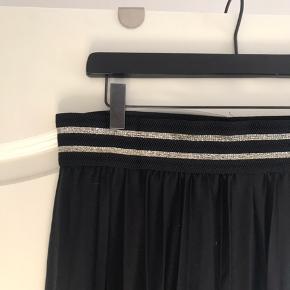 Nederdel fra ginatricot, lang nederdel med elastik i livet  ❌sælges da jeg skal flytter❌