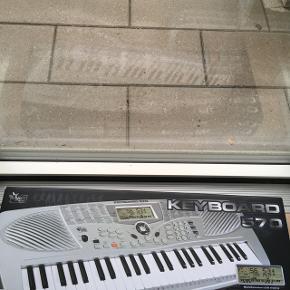 Sælge det her keyboard næsten ikke brugt np: 600kr min pris: 300kr