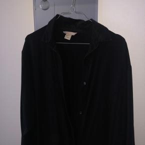 Skjorte kjole i lyocell.  Kan afhentes på Østerbro eller sendes på købers egen regning