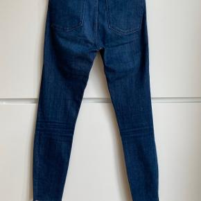 Zara woman premium collection high waist visible buttoned fly slim jeans. Raw hem, ankle graze. Size 36. Very good condition, worn only twice.