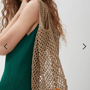 Crochet taske. Aldrig brugt og med tags. Nypris 370,- Pris 100,-pp