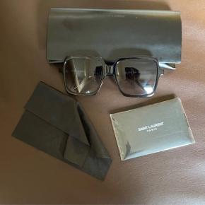 Yves Saint Laurent solbriller Case medfølger Pris - 350
