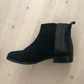 Støvler fra Zign i str. 38 Nypris: 749 kr. - brugt to gange  Ruskind/læder