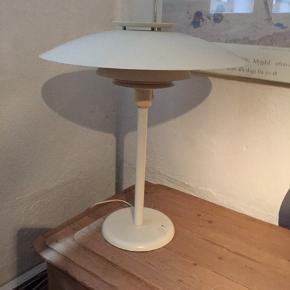 Fin gammel bordlampe, formentlig fra Lyfa - fast pris