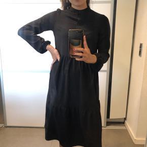 Super fin kjole fra Vero Moda Str: xs Byd :)